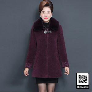 Áo khoác nhung dáng dài nữ trung niên, cổ lông thú nữ hoàng