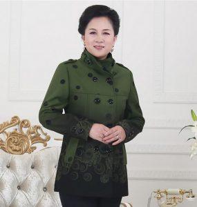 Những mẫu áo khoác nữ trung niên đẹp khỏi chê