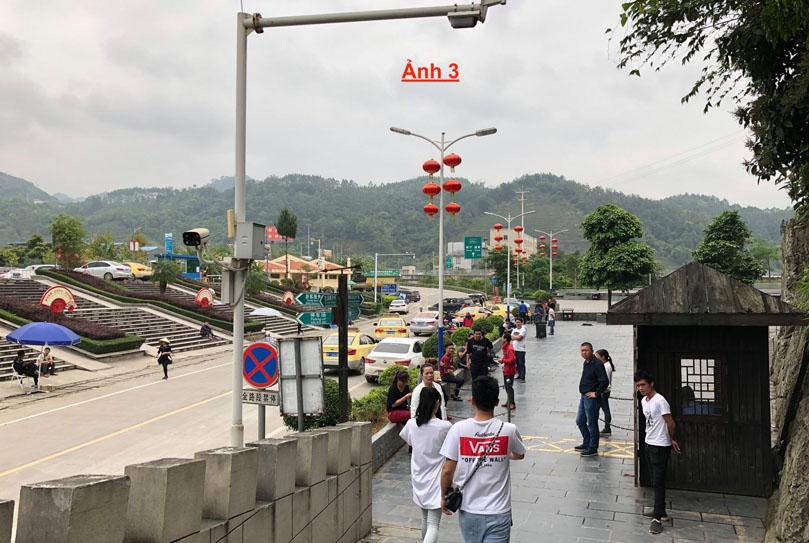 Bãi xe ở biên giới Trung Quốc