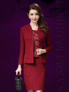 Bộ đôi hoàn hảo đầm và vest cho quý cô trung niên mùa đông
