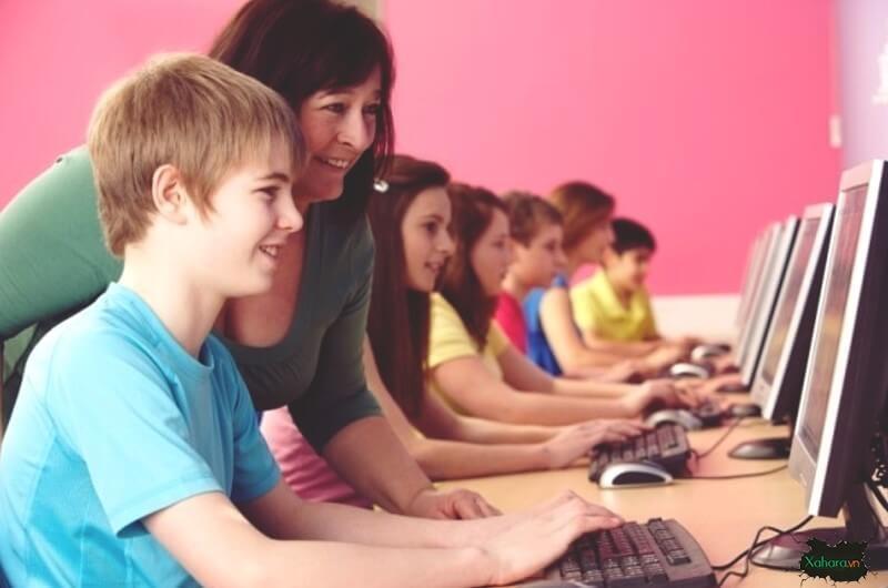 Lợi ích của việc cho trẻ em tiếp xúc công nghệ và internet sớm