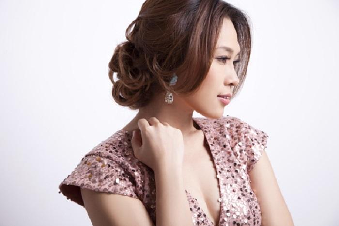 Tóc búi thấp cho phụ nữ trung niên