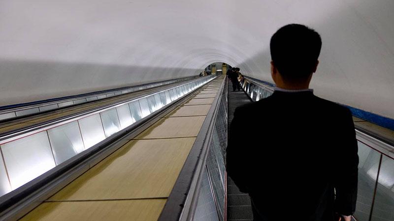 Thang cuốn xuống tàu điện ngầm Triều Tiên