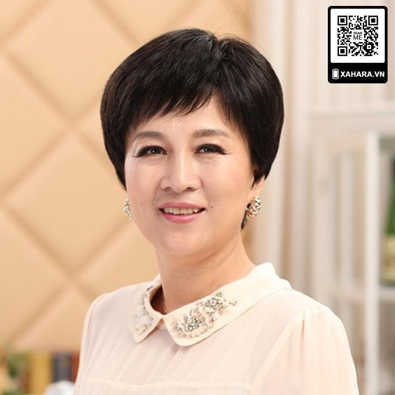 Kiểu tém là một trong số những kiểu tóc giả phù hợp nhất với phụ nữ trung niên.