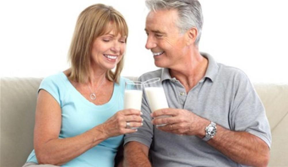Những điều bạn cần đặc biệt lưu ý khi chọn sữa cho người già
