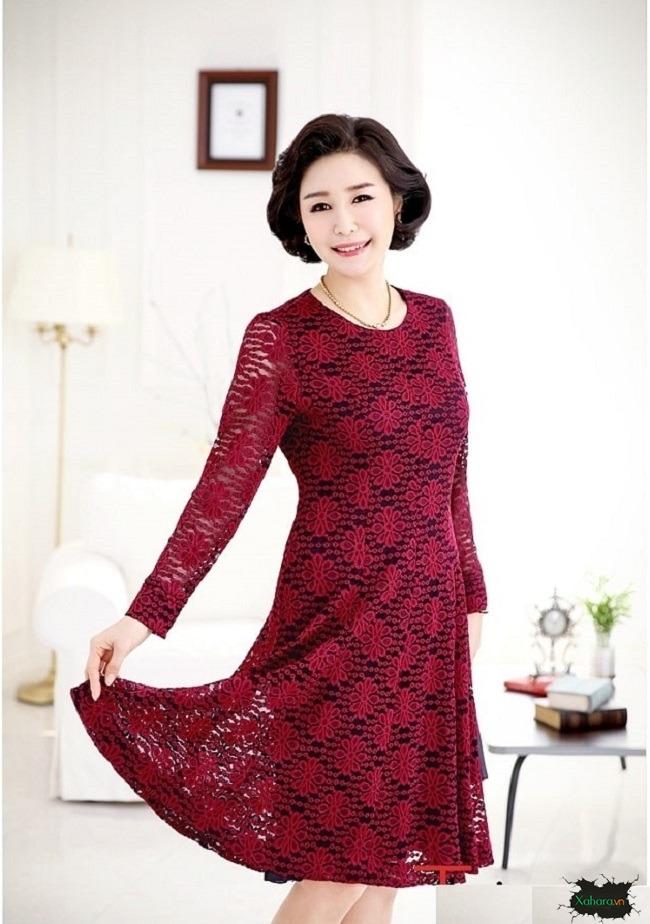 Đầm ren mang đến sự tươi trẻ cho các quý bà U50.