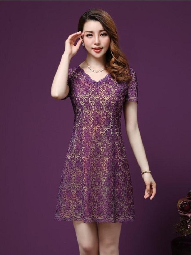 Đầm ren mùa hè luôn có màu sắc trang nhã.