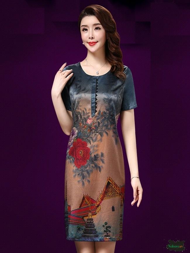 Đầm trung niên hoạ tiết dáng suông rất được yêu thích.