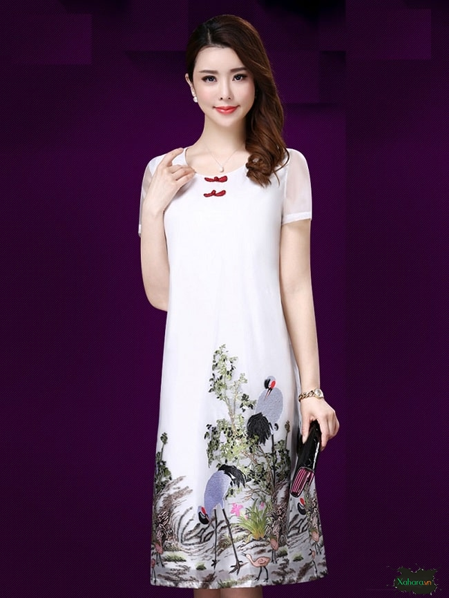 Đầm trung niên Hàn Quốc hoạ tiết luôn mang đến vẻ thanh lịch.