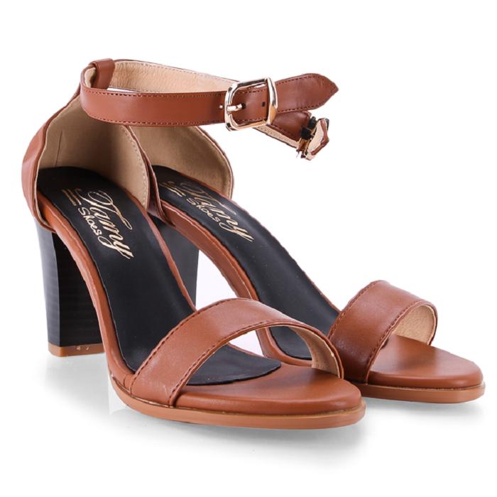 Lựa chọn giày cho quý cô trung niên