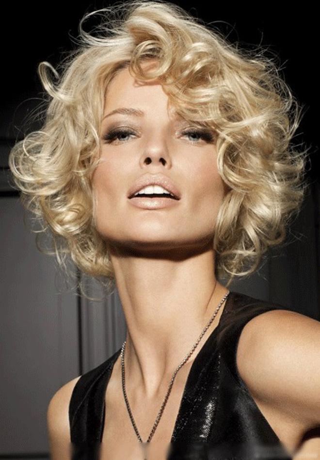 Kểu tóc ngắn xoăn xù mang để vẻ đẹp cá tính, quyến rũ cho người diện