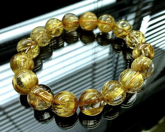 mẫu vòng tay phong thủy thạch anh tóc vàng