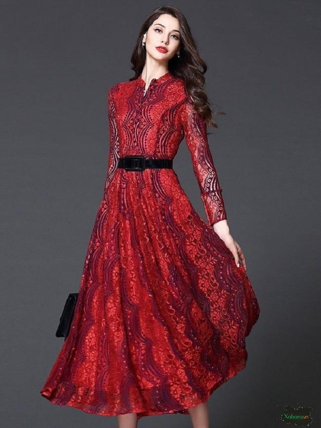Đầm trung niên hoạ tiết luôn mang đến điểm cuốn hút cho người mặc.