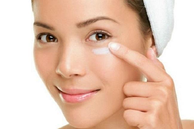 sử dụng kem dưỡng vùng mắt hiệu quả