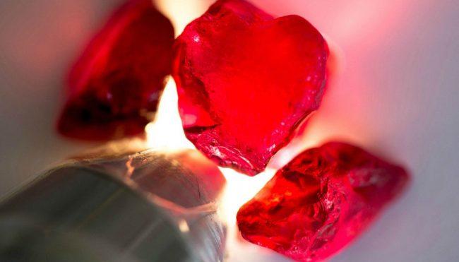 đá thạch anh đỏ phát sáng- Xahara